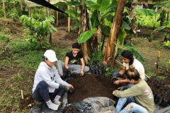 Soil-and-plants-collection-at-Cristóbal-Colón-community-1-Copiar
